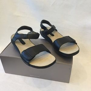 New Rockport Adjustable Double Strap Sandals